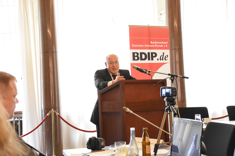 Dr. Gregor Gysi beim Expertenforum des BDIP