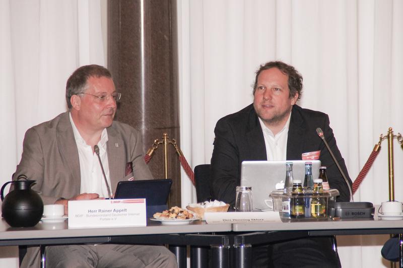 Rainer Appelt und Henning Sklorz eröffnen das 22. Expertenforum des BDIP und begrüßen die Gäste