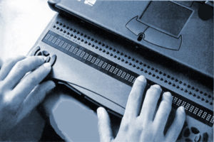 Laptop mit Ausgabe der Blindenschrift